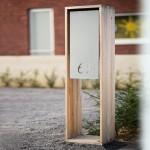 Archicombo. Unieke en sympathieke brievenbus in hout met inox of gekleurd front