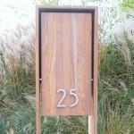 Architeak. Volledig houten brievenbus