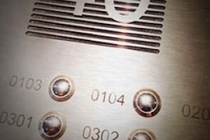 Voorbeelden van deurbellen in appartementsgebouwen en bedrijven