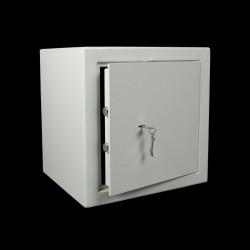 Kleine dubbelwandige meubelkluis met dubbelbaard slot. VEPT02.
