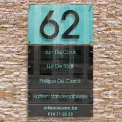 Naambord met 5 naamplaatjes en huisnummer in zwart + watergroen