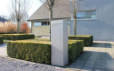 brievenbus als onderdeel van tuinarchitectuur
