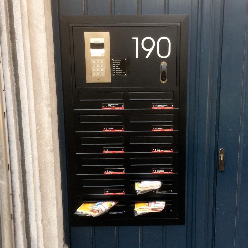 Geheel met brievenbussen, parlofonie en toegangscontrole, Leuven