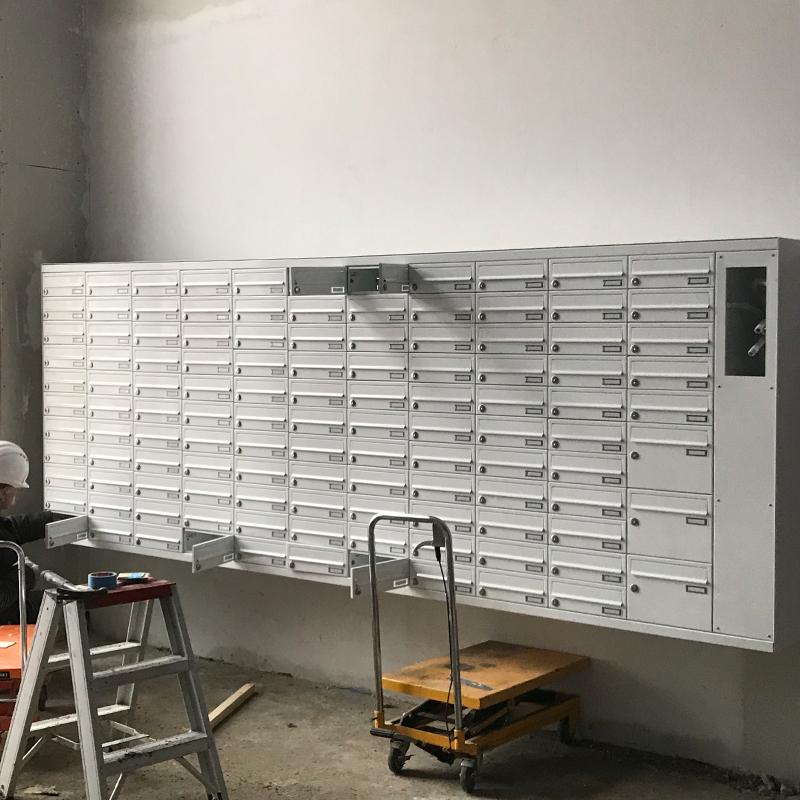 plaatsingsdienst zet brievenbusgeheel