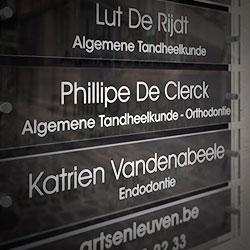 brievenbus, huisnummer, naambord