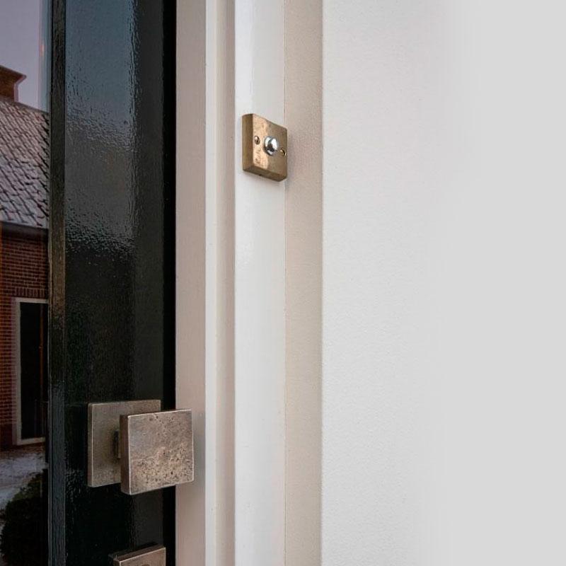 stijlvolle deurbel in koper