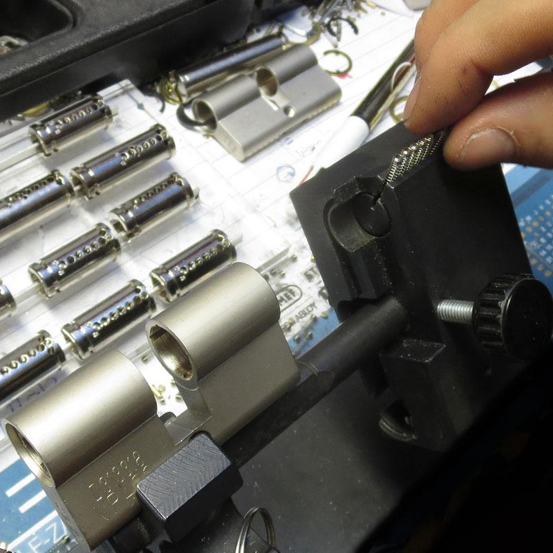 veiligheidssloten op maat gemaakt in atelier